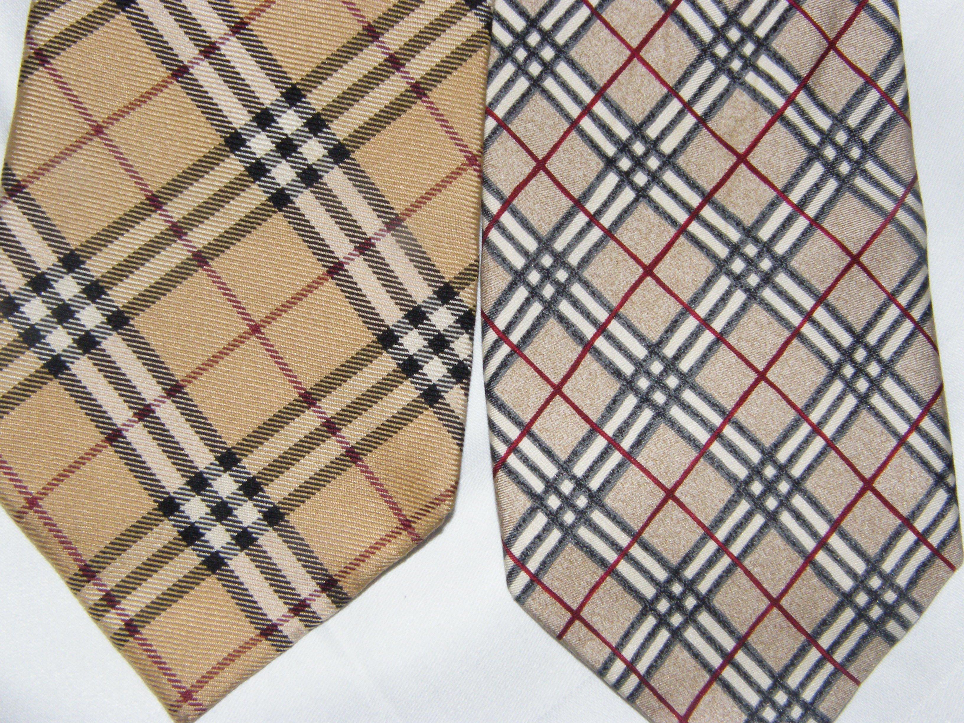 Pas vraiment besoin de le préciser, la véritable cravate est à gauche,  c est le modèle le plus connu de Burberry. 4be1e4fb8f05